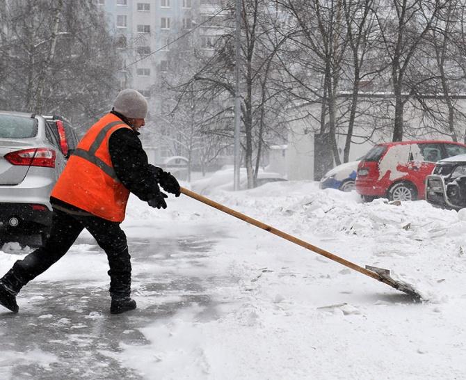Улицы Ростова ночью отснега расчищали 142 коммунальные машины