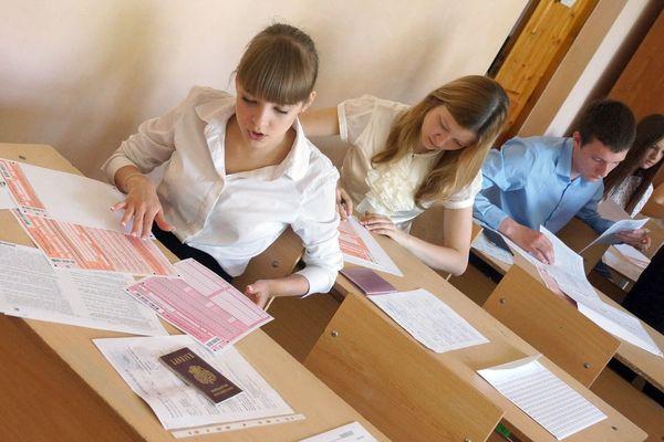 25 омских школьников вкачестве опыта сдают экзамен покитайскому