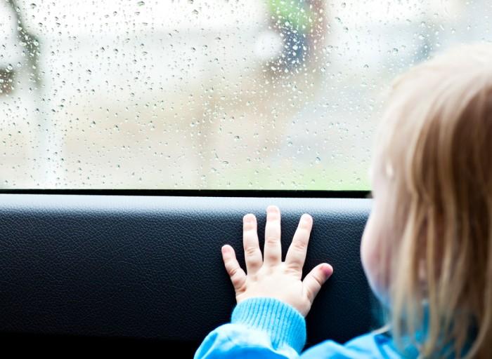 Два ребенка  погибли  взакрытой раскалённой машине из-за беспечности матери вРостове