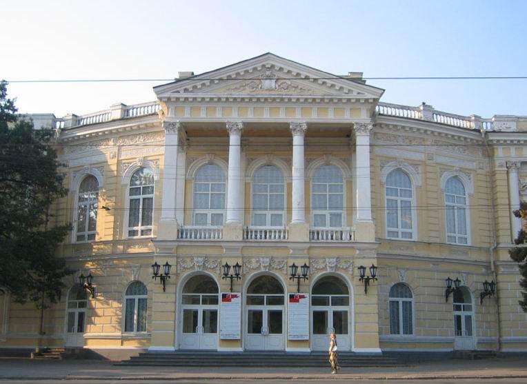 Молодежный театр // фото с сайта gursesintour.com