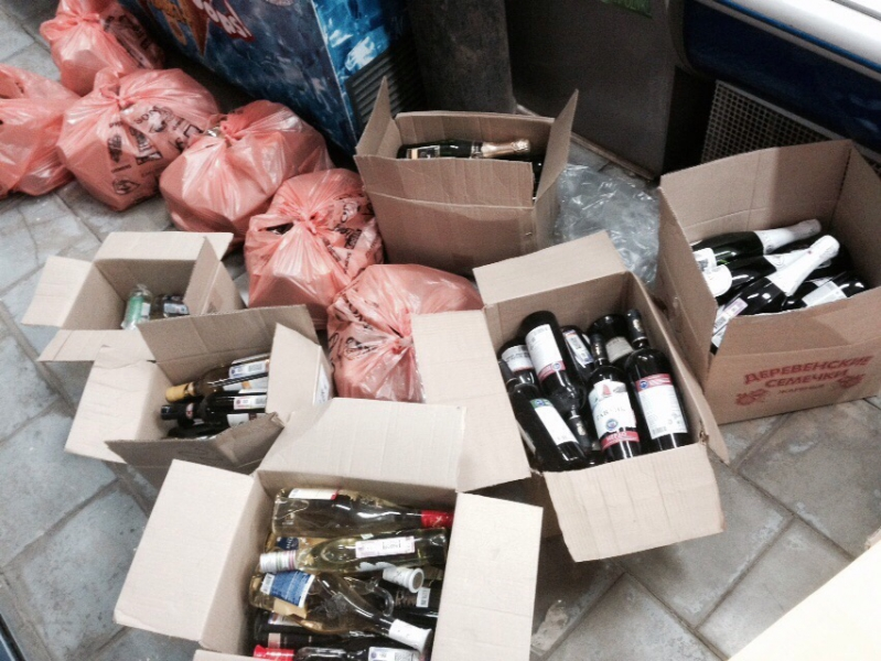ВРостове вкафе имагазине изъяли практически 50 литров фальсифицированного алкоголя