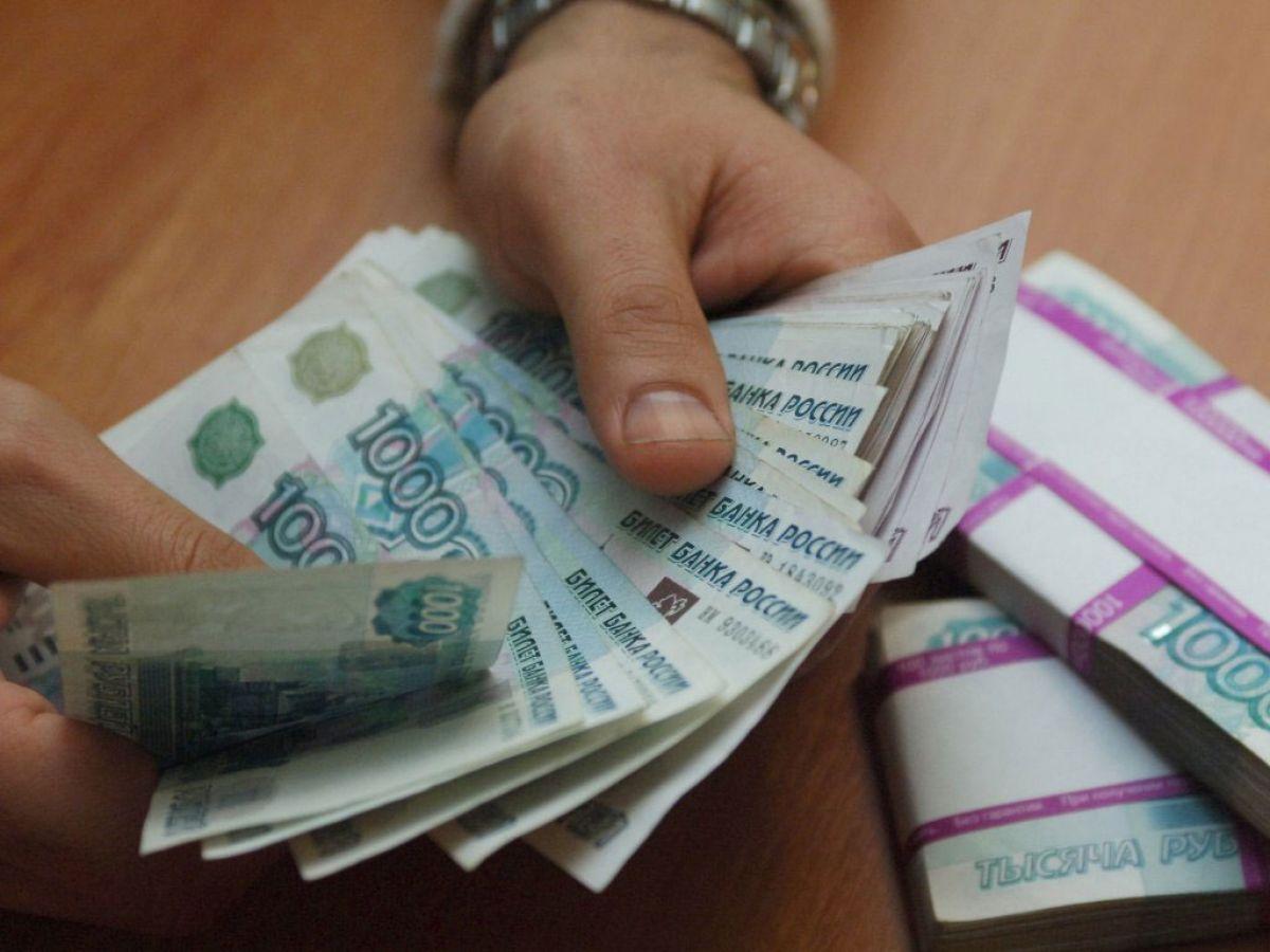 Начальник офиса микрозаймов обманул клиентов на 300 000 руб.