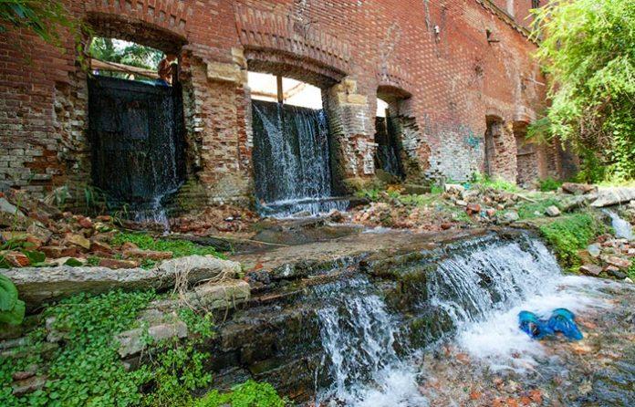 Парамоновские склады //Фото: Павел Пелевин, livejournal.com