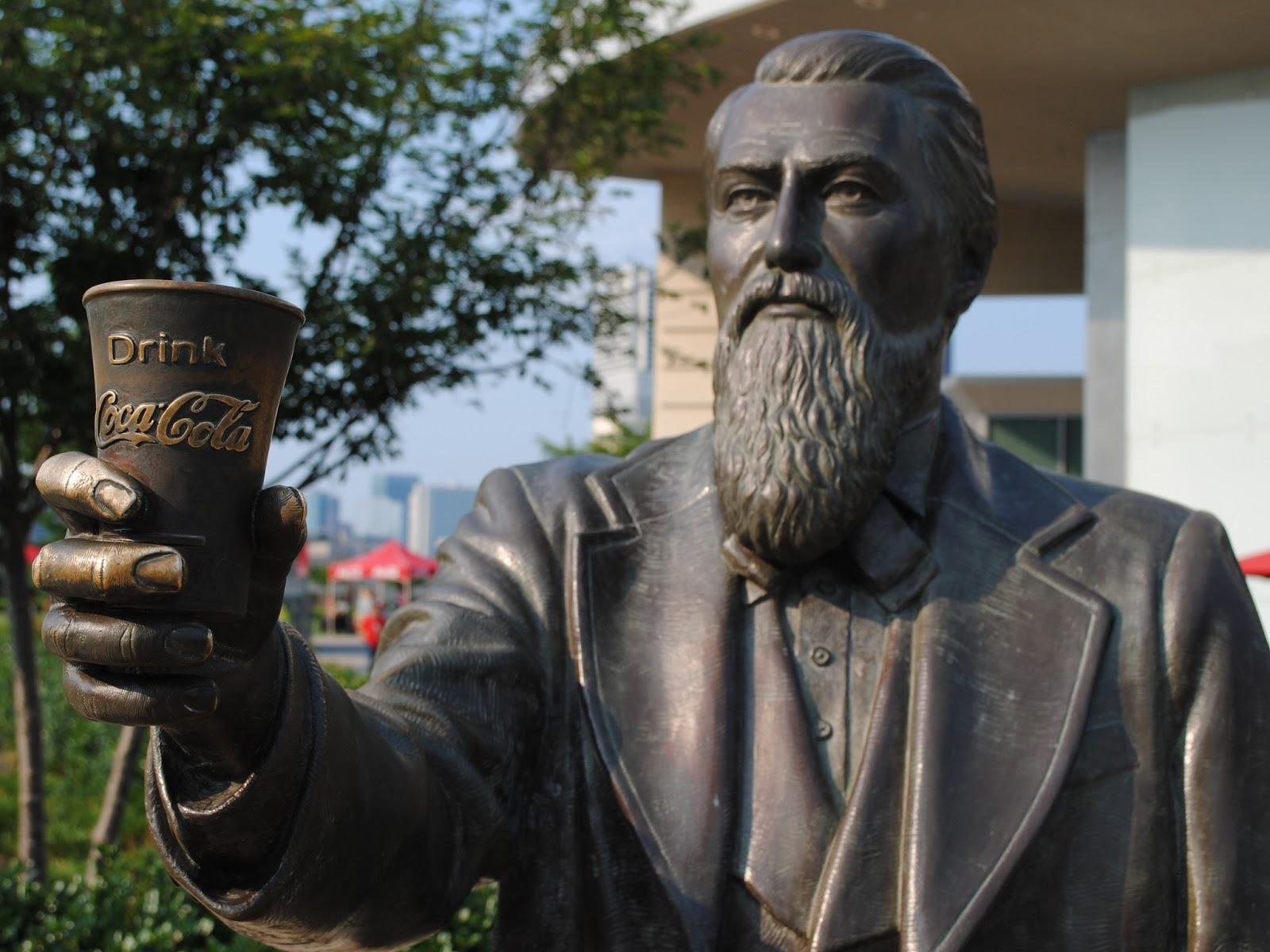 Памятник Джону Пембертону в Атланте//Фото с сайта busybird.ru