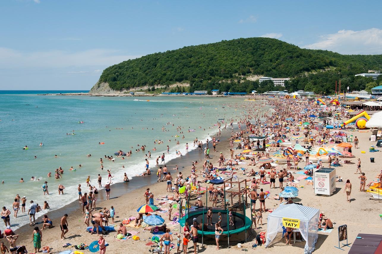 В Сочи ввели ограничения на работу пляжей