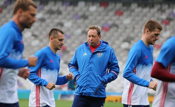 Черчесов официально будет главным тренером футбольной сборнойРФ на текущей неделе