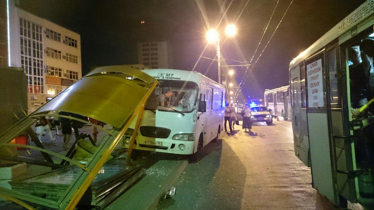 ВРостове наСеверном маршрутка №83 снесла две остановки