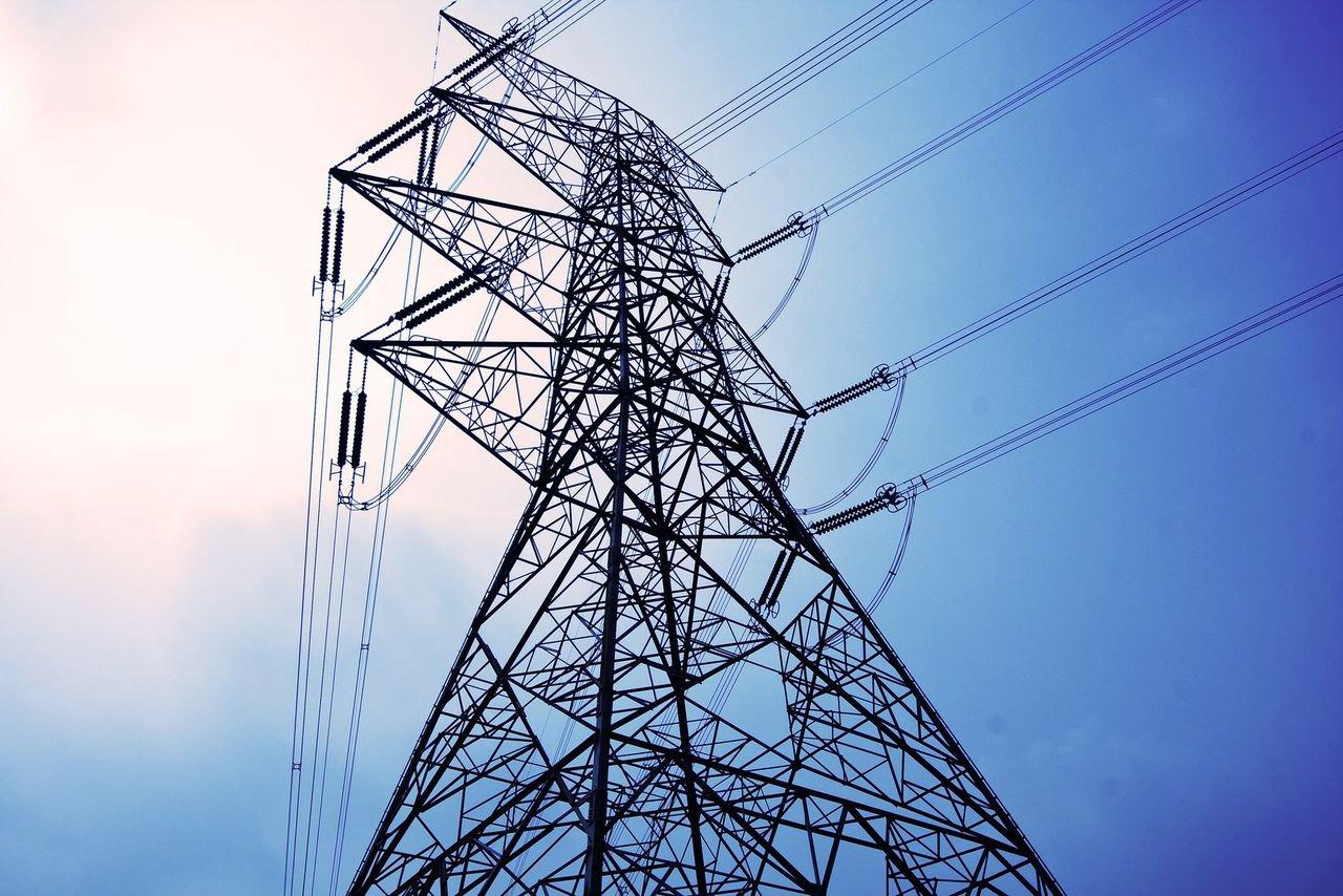 Энергетики восстановили нарушенное из-за ветра электроснабжение вРостовской области
