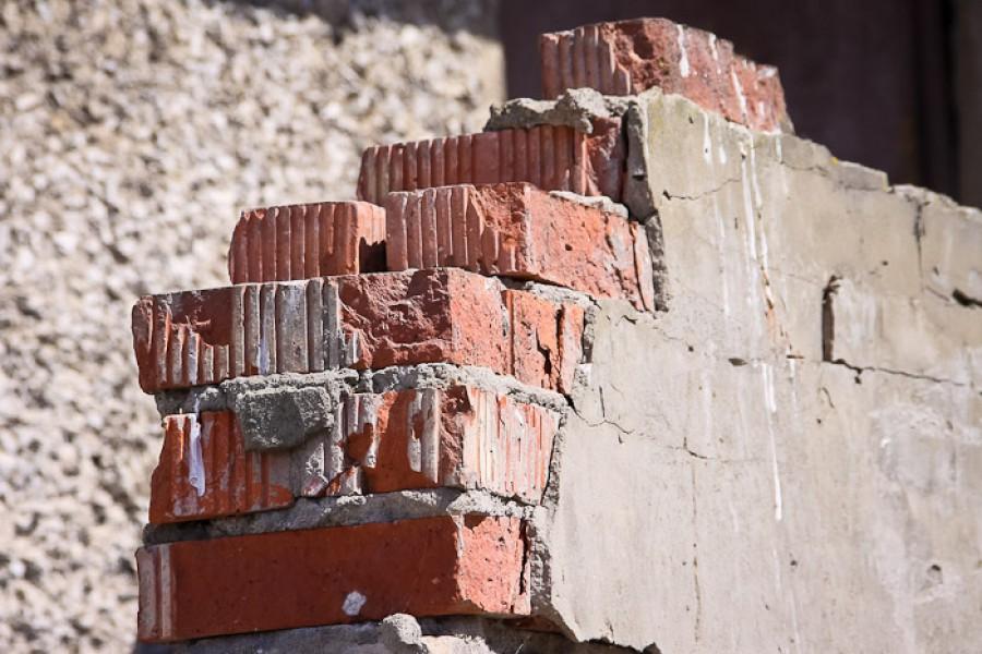 ВКонстантиновском районе при демонтаже здания умер мужчина