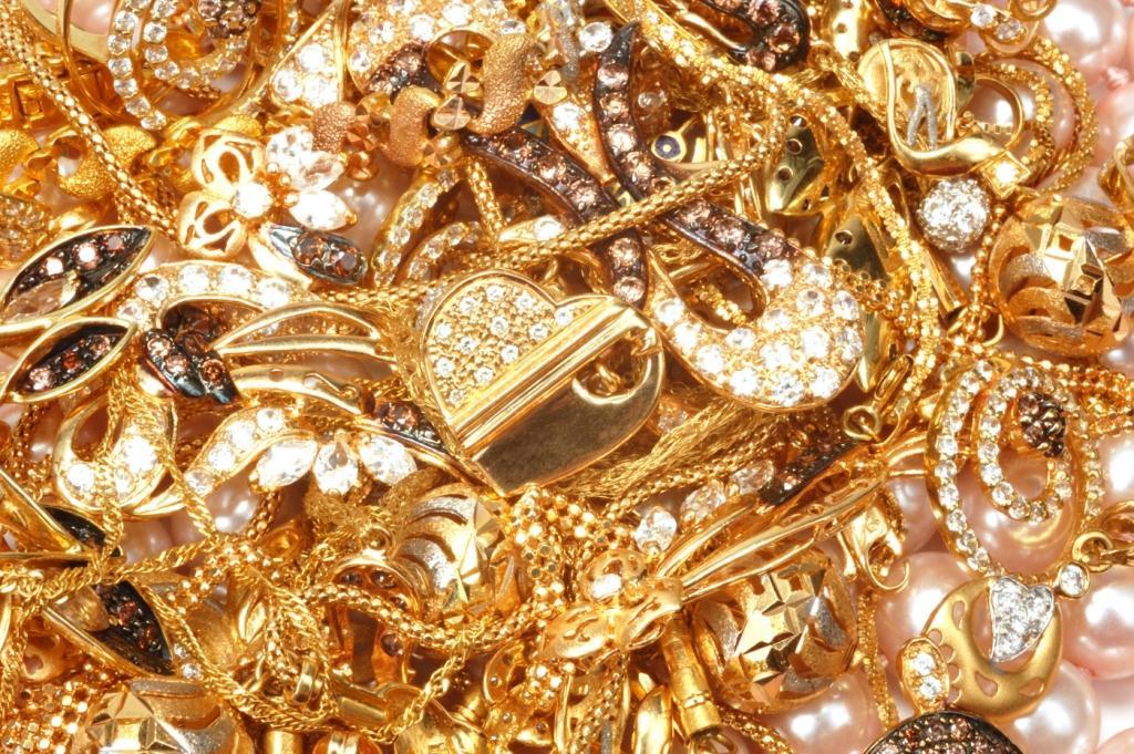 ВРостове, орудовала мошенница, которая продавала бижутерию ввиде настоящих ювелирных украшений