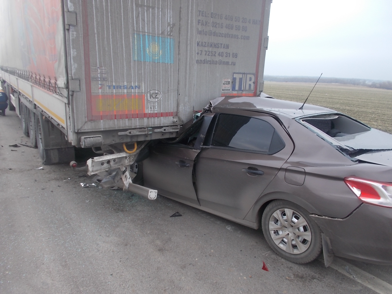 Натрассе М-4 «Дон» иностранная машина врезалась в фургон: погибли два человека
