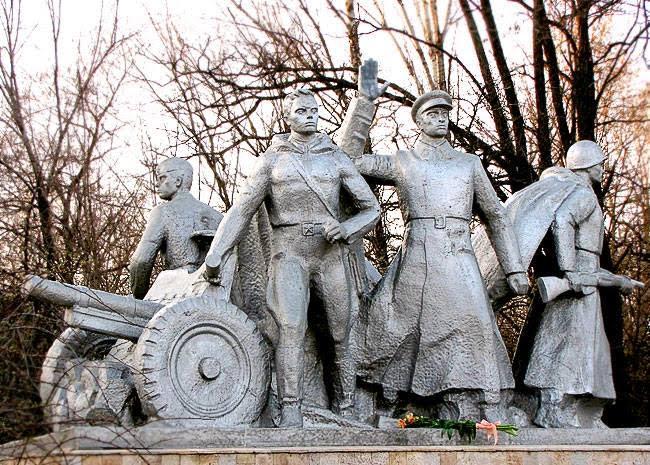 Памятник батарее Оганова в Ростове-на-Дону