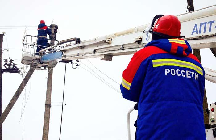 Нарушенное непогодой электроснабжение вРостовской области восстанавливают 150 аварийных бригад