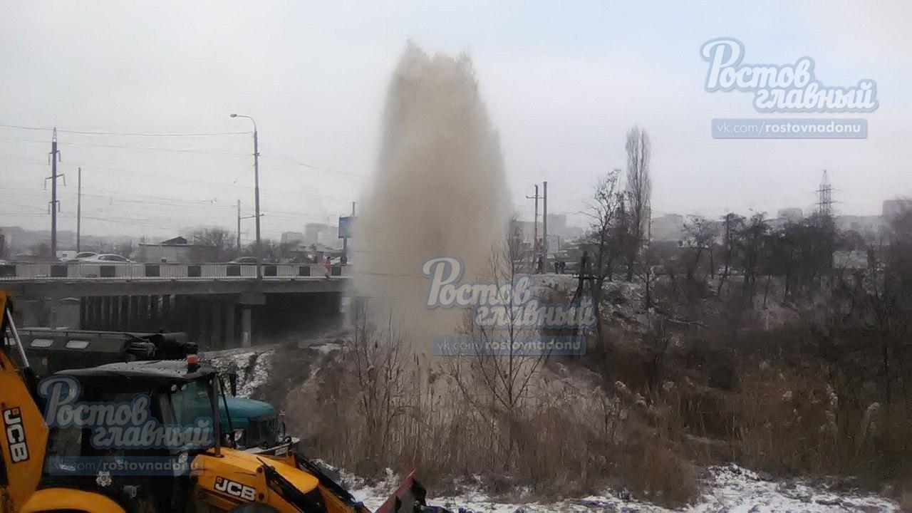 Коммунальный фонтан вышиной втри метра забил наСеверном