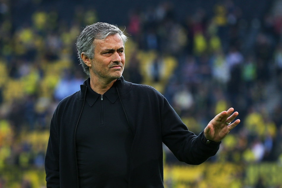 Тренер «Манчестер Юнайтед»: РФспособна провести удобный и неопасный ЧМ