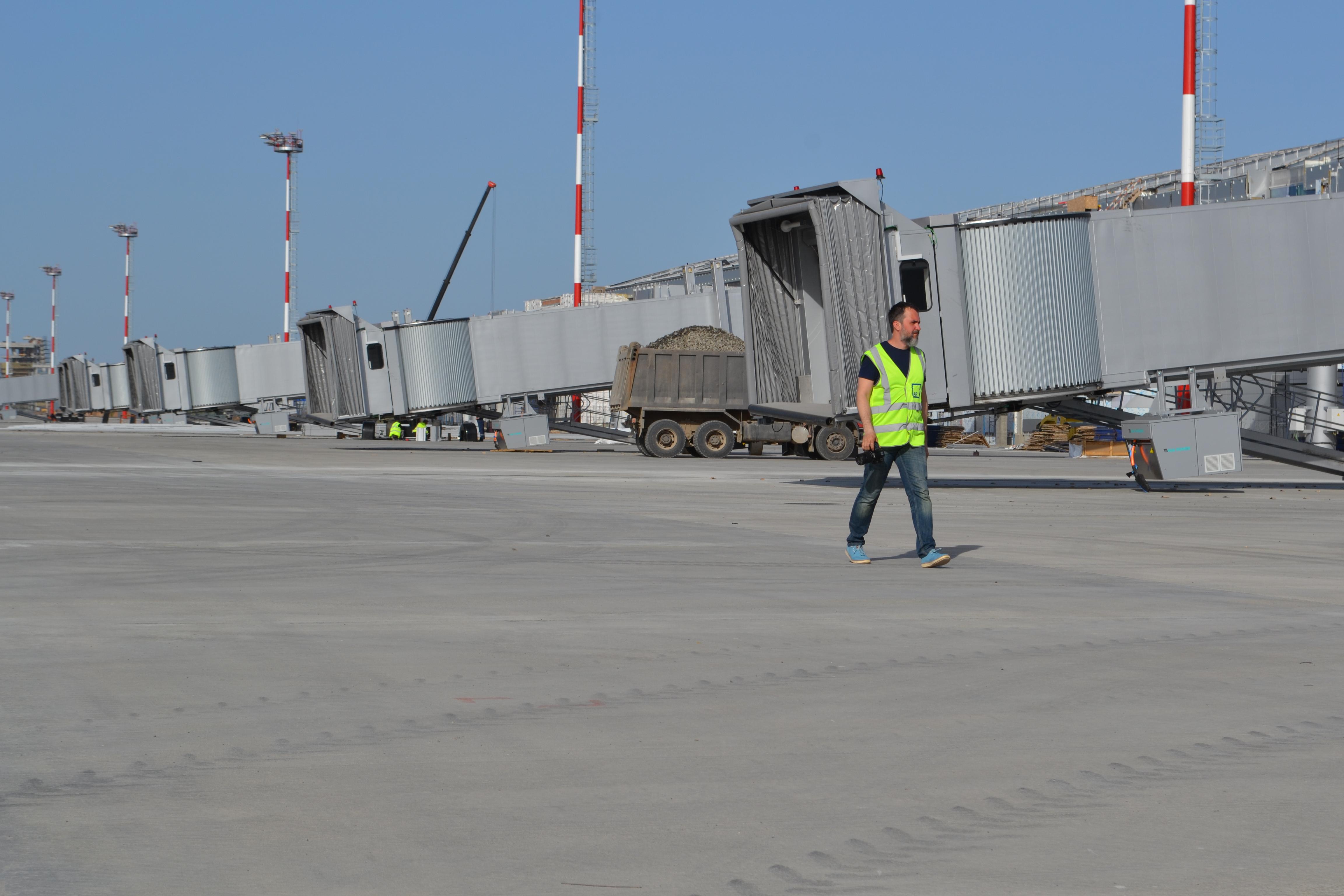Оборудование ваэропорту Платов смонтируют ксентябрю