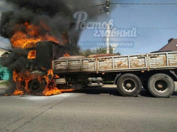 ВРостове наЩаденко сгорел грузовой автомобиль