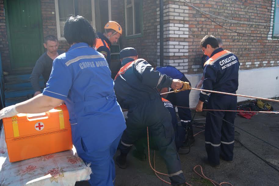 ВРостовской области спасли мужчину изколодца следяной водой