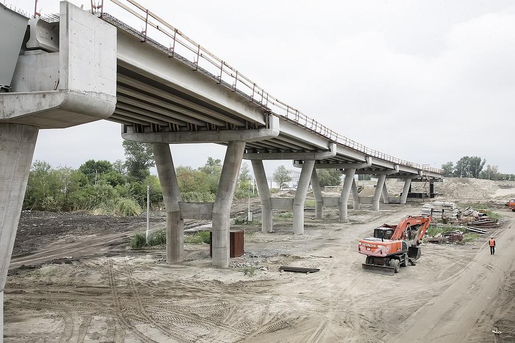 Движение попойменному мосту наюжном въезде вРостов откроют преждевременно