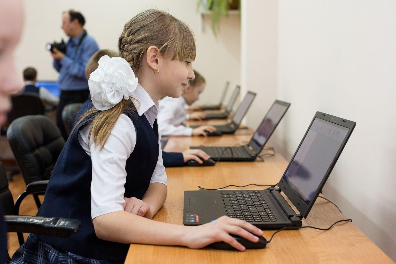 Картинки старшеклассник за компьютером, подруге юбилеем лет