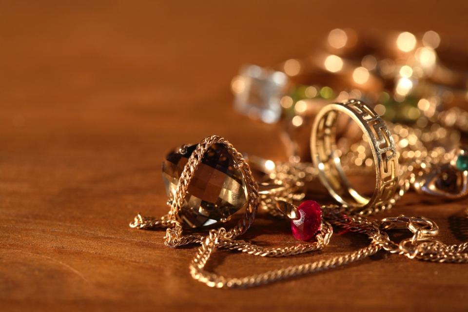 Молодая ростовчанка украла золотых украшений на800 тыс.