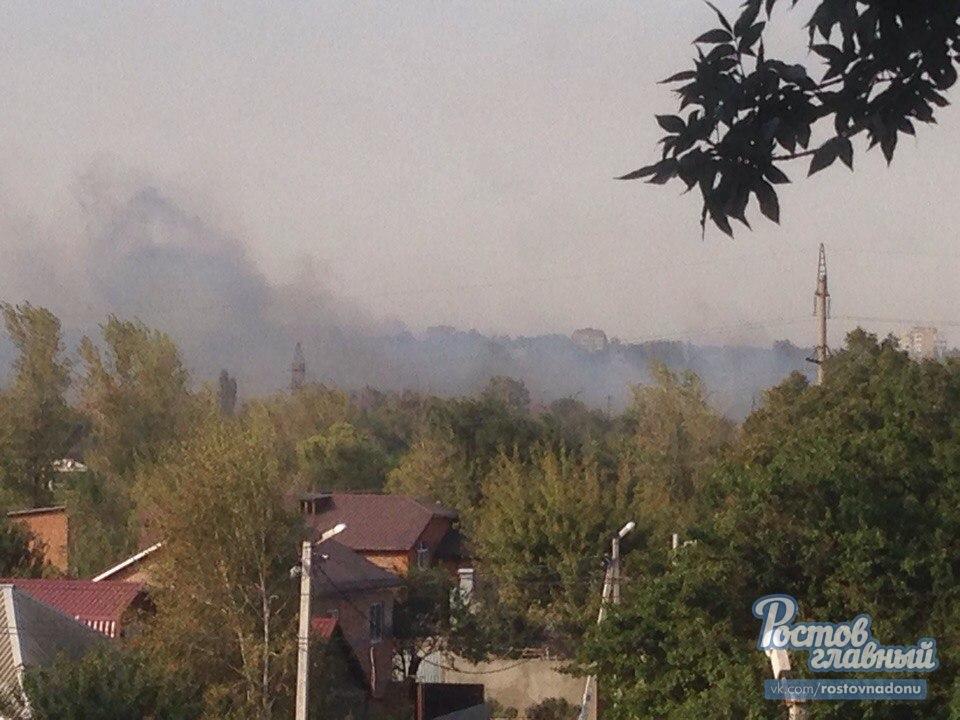 ВРостове 40 пожарных гасят загоревшуюся сухую траву врайоне зоопарка