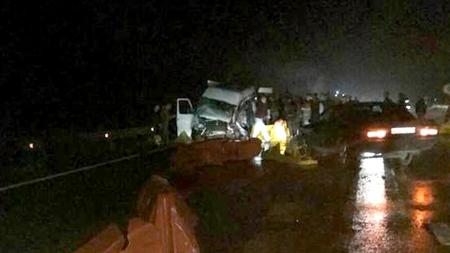 Восемь человек погибли при столкновении автобуса илесовоза вМарий Эл