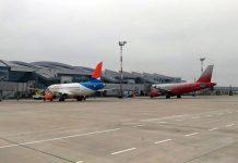 Первые самолеты в аэропорту Платов //Фото: Игорь Негодаев