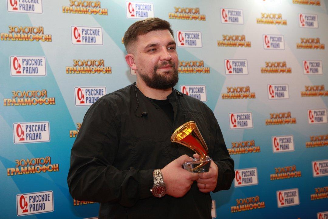 Рэпер Баста получил «Золотой граммофон» запесню «Выпускной»