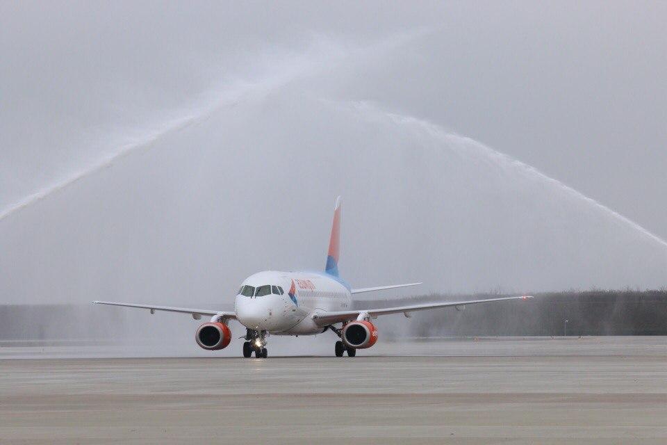 Самолет Sukhoy Superjet 100 авиакомпании