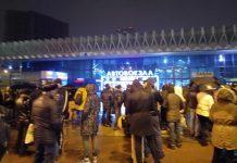 Эвакуированные посетители ростовского главного автовокзала //Фото: Андрей Скляров /VK.com