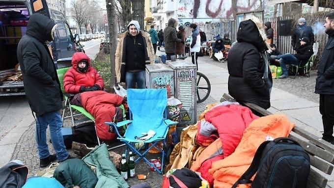 Берлинцы сходят сума из-за кроссовок совшитым проездным