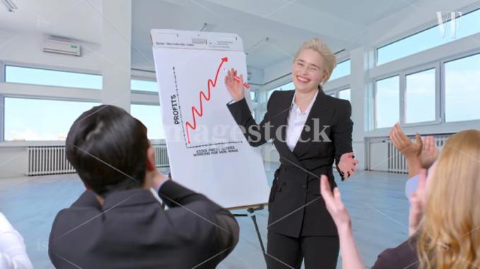 biznes-ledi-otkrivayutsya-foto-trahayut-grudastuyu-v-anal