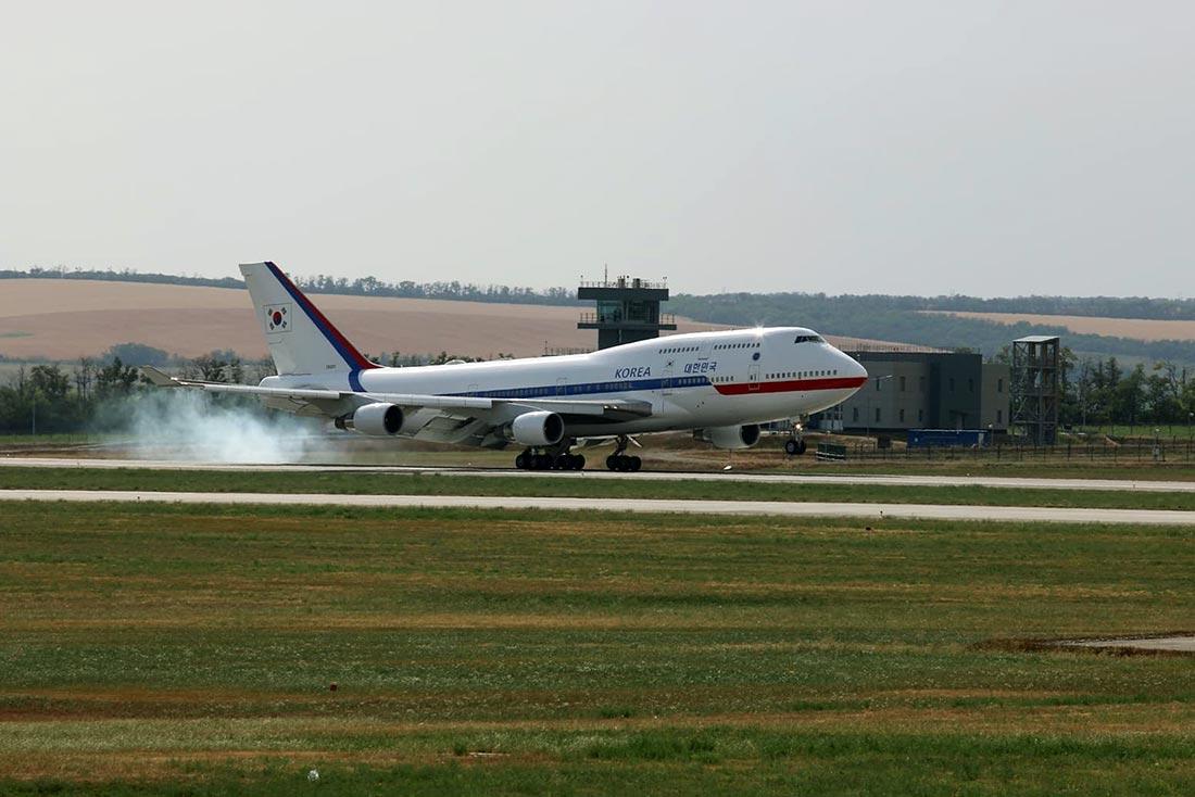 Посадка авиалайнера Boeing 747-400 президента Южной Кореи //Фото: пресс-служба аэропорта Платов