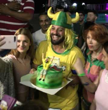 Томеру Савойя в Ростове вручили торт //Фото: Instagram