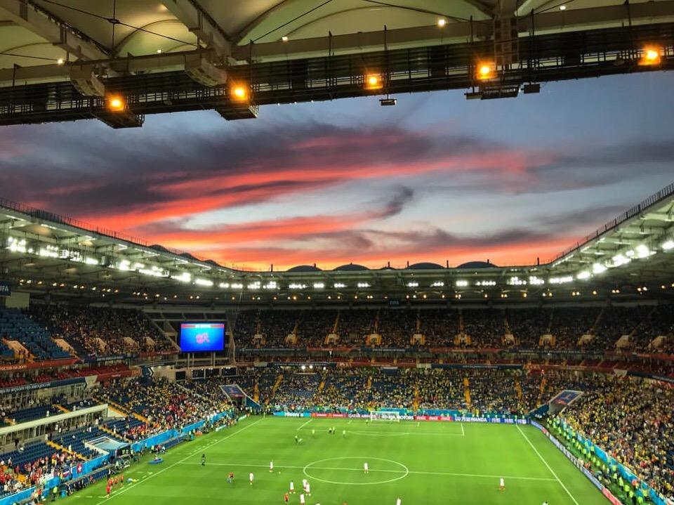 Матч между сборныйми Бразилии и Швейцарии на стадионе