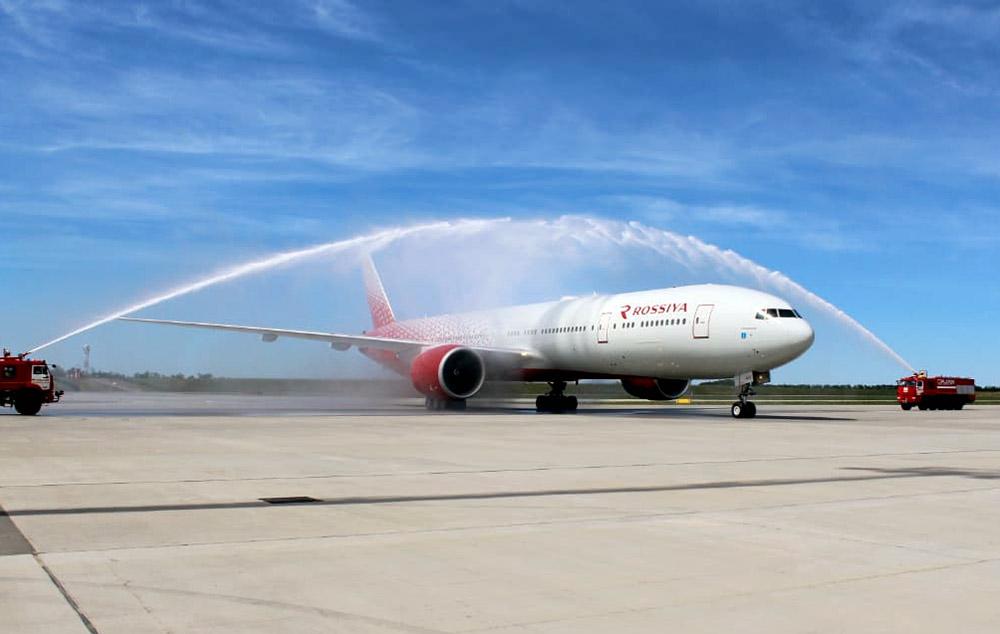 Прибытие авиалайнера Boeing 777-300 в аэропорт Платов //Фото с сайта 1rnd.ru