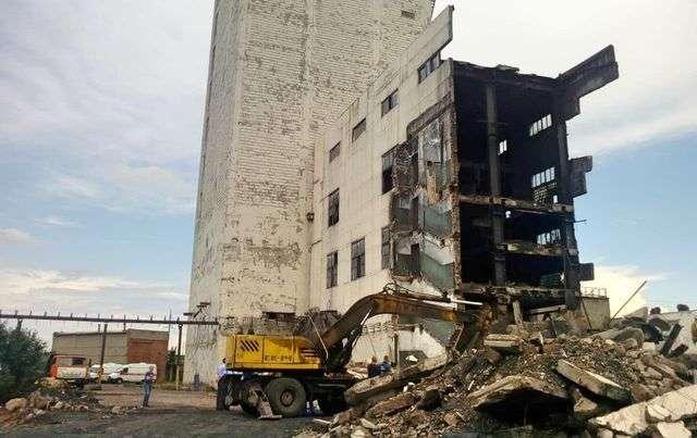 Обрушившееся здание на шахте