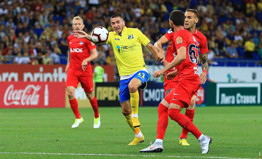 Игровой момент матча между ФК
