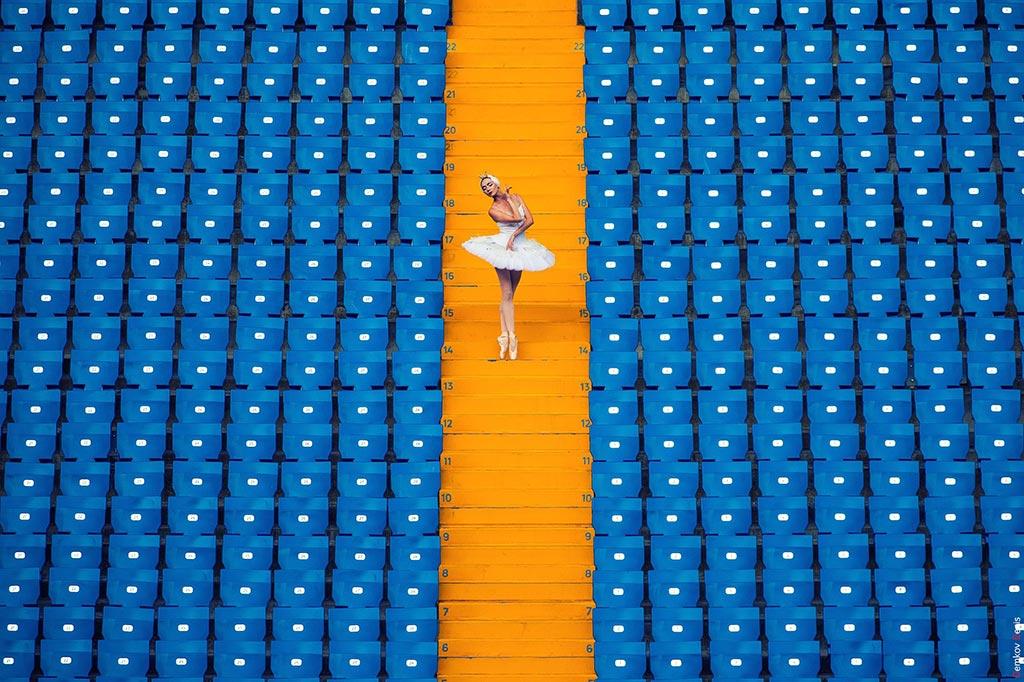 Фото из серии «В декорациях города» с актерами Ростовского музыкального театра //Фото: Денис Демков