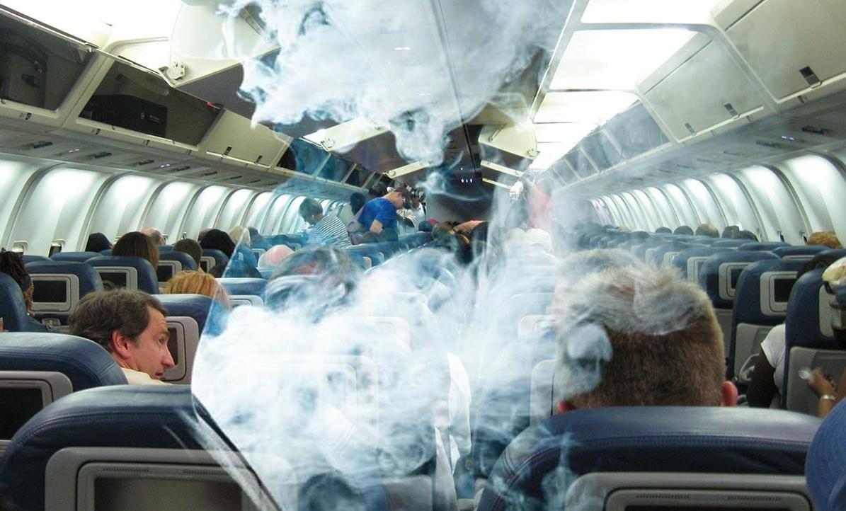 Дым на борту самолета//Фото: Life.ru