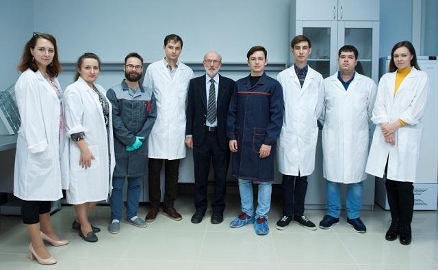 Ученые ДГТУ совместно с сиднейским профессором//Фото: пресс-служба ДГТУ