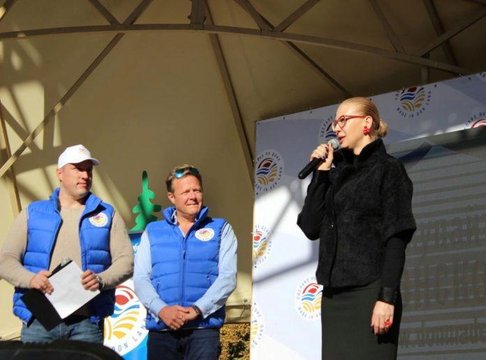 Директор департамента потребительского рынка Ростовской области Ирина Теларова поздравляет ростовчан с открытием первого гастрономического фестиваля