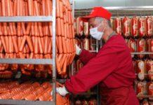 """Производственный процесс на мясоперерабатывающем заводе """"Тавр"""" //Фото с сайта donmade.ru"""