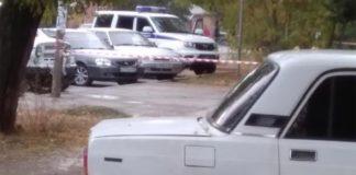 В Таганроге мужчина отгонял жену от квартиры петардами //Фото: телеграмм-канал Mash