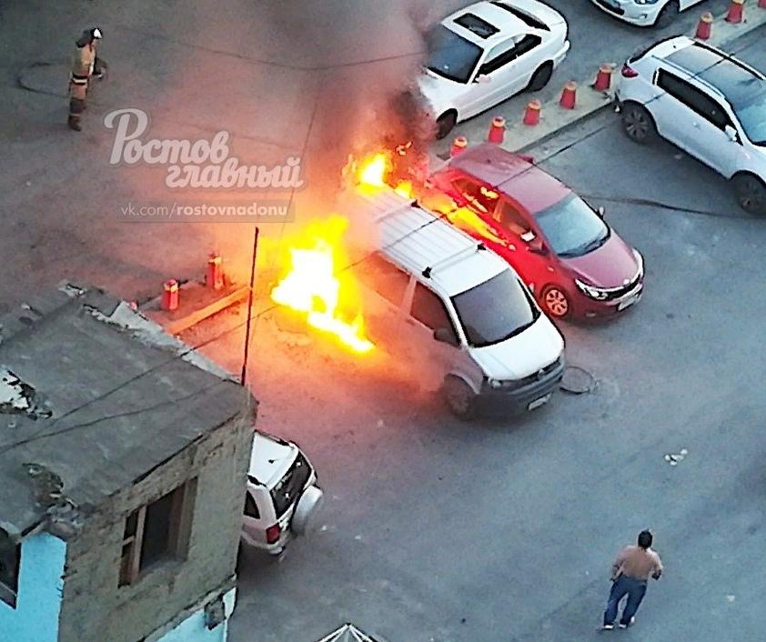 Поджог автомобилей на улице Казахской//Фото: сайт