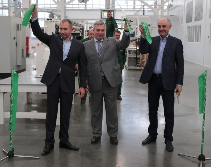Открытие предприятия по производству экологических бумажных пакетов для потребительской упаковки компании «Сегежская упаковка»//Фото: сайт правительства Ростовской области