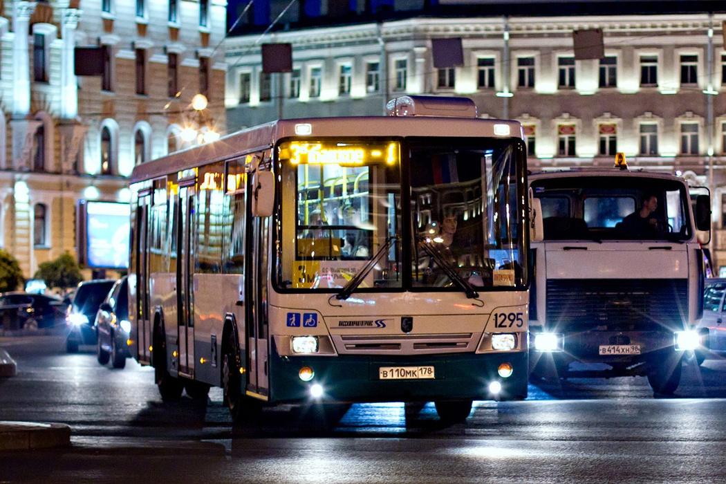 Ночной автобус//Фото: Visit Petersburg