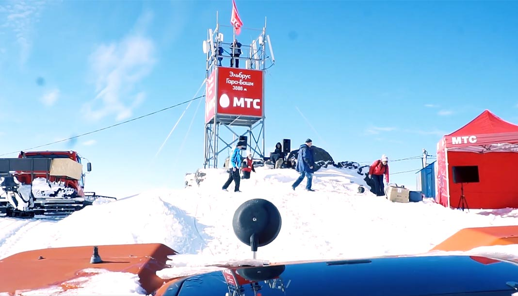 Базовая станция МТС на склоне Эльбруса на высоте 3888 метров //Фото: МТС