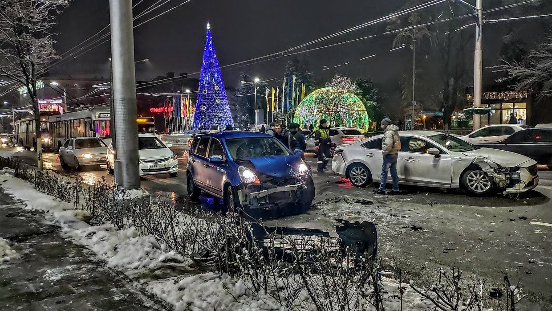 Крупное ДТП на Б. Садовой в Ростове-на-Дону 16 января 2019 года //Фото: Олег Сычиков